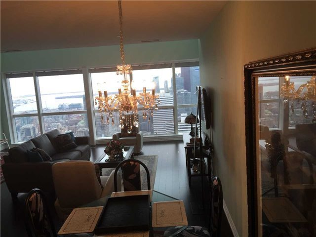 Condo Apartment at 386 Yonge St, Unit 5710, Toronto, Ontario. Image 10