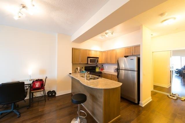 Condo Apartment at 763 Bay St, Unit 4605, Toronto, Ontario. Image 4