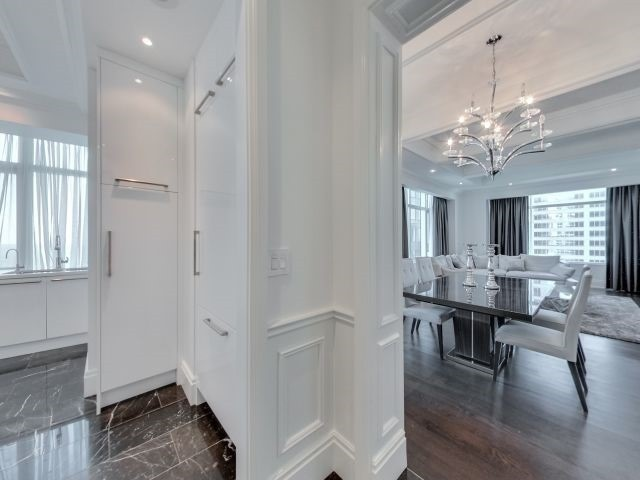 Condo Apartment at 311 Bay St, Unit 4404, Toronto, Ontario. Image 14