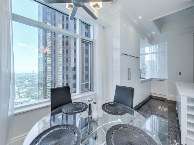 Condo Apartment at 311 Bay St, Unit 4404, Toronto, Ontario. Image 17