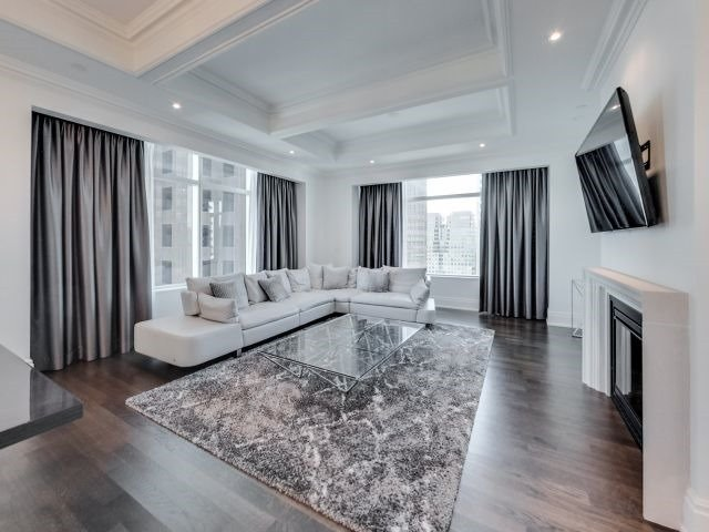 Condo Apartment at 311 Bay St, Unit 4404, Toronto, Ontario. Image 20