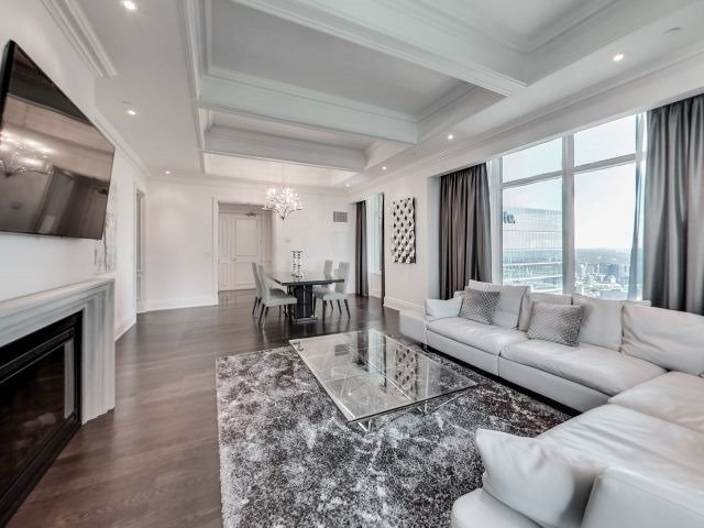 Condo Apartment at 311 Bay St, Unit 4404, Toronto, Ontario. Image 2