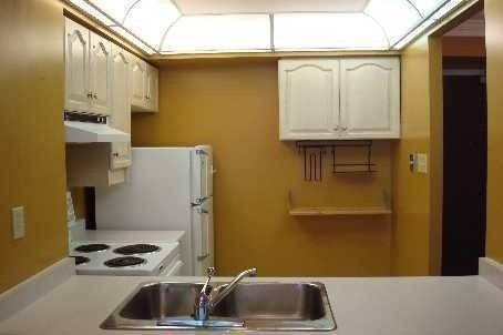 Condo Apartment at 736 Bay St, Unit 812, Toronto, Ontario. Image 3