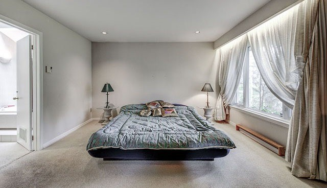 Detached at 10 Harrison Rd, Toronto, Ontario. Image 4