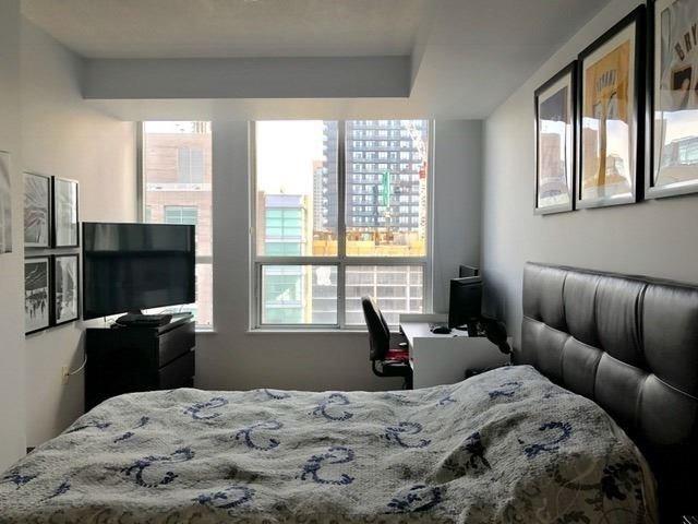 Condo Apartment at 388 Bloor St E, Unit 2002, Toronto, Ontario. Image 4