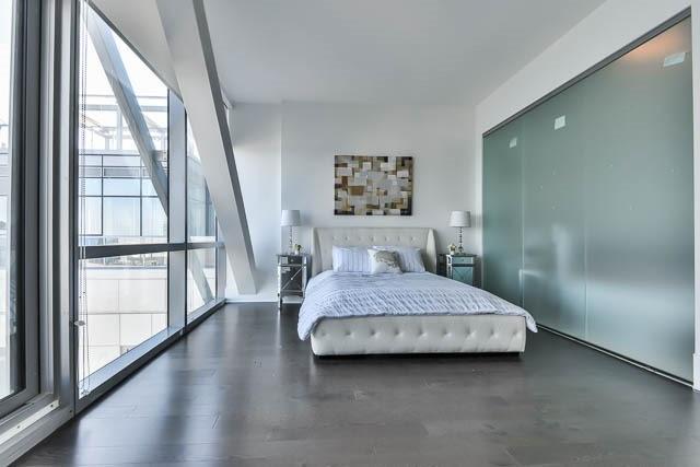 Condo Apartment at 29 Queens Quay E Way E, Unit Ph1204, Toronto, Ontario. Image 5