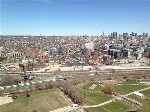Condo Apartment at 219 Fort York Blvd, Unit Uph02, Toronto, Ontario. Image 8