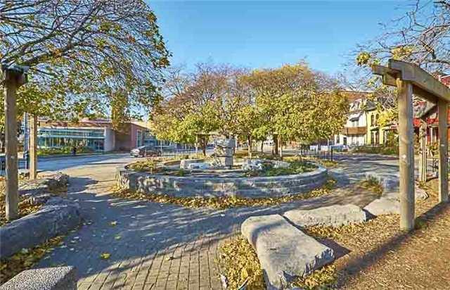 Townhouse at 296 Gerrard St E, Toronto, Ontario. Image 5