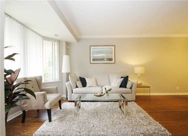 Condo Townhouse at 28 Sommerset Way, Unit 1101, Toronto, Ontario. Image 7