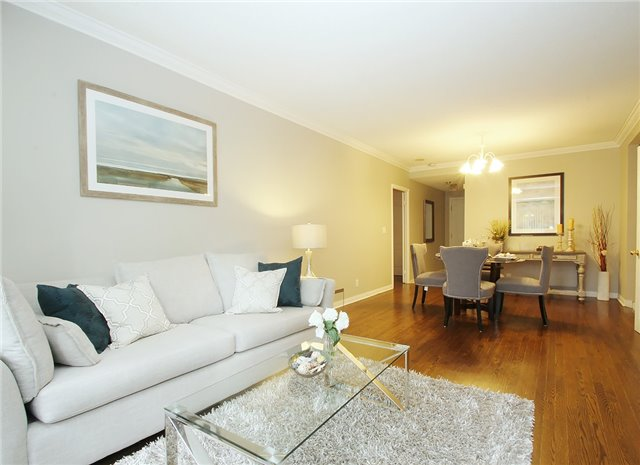 Condo Townhouse at 28 Sommerset Way, Unit 1101, Toronto, Ontario. Image 9