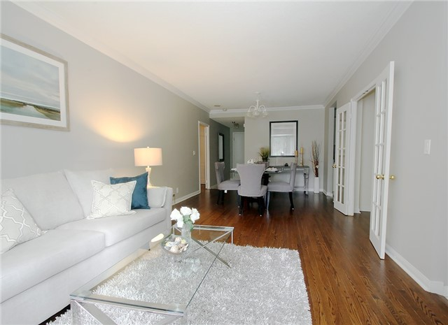 Condo Townhouse at 28 Sommerset Way, Unit 1101, Toronto, Ontario. Image 10