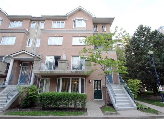 Condo Townhouse at 28 Sommerset Way, Unit 1101, Toronto, Ontario. Image 6