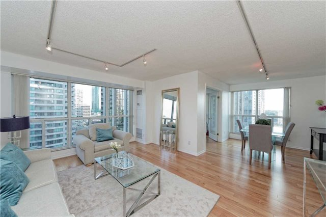 Condo Apartment at 18 Hollywood Ave, Unit 1405, Toronto, Ontario. Image 16