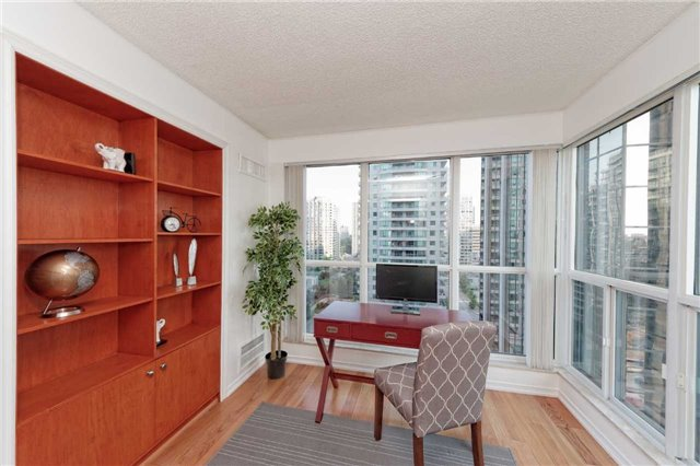 Condo Apartment at 18 Hollywood Ave, Unit 1405, Toronto, Ontario. Image 3