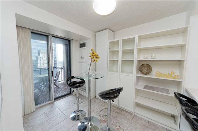 Condo Apartment at 18 Hollywood Ave, Unit 1405, Toronto, Ontario. Image 5