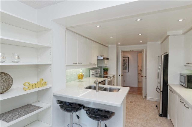 Condo Apartment at 18 Hollywood Ave, Unit 1405, Toronto, Ontario. Image 6