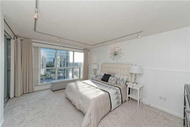Condo Apartment at 18 Hollywood Ave, Unit 1405, Toronto, Ontario. Image 9