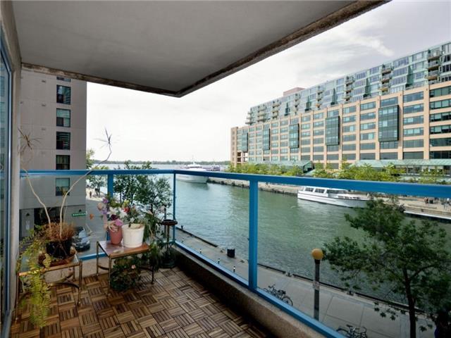 Condo Apartment at 77 Harbour Sq, Unit 408, Toronto, Ontario. Image 1