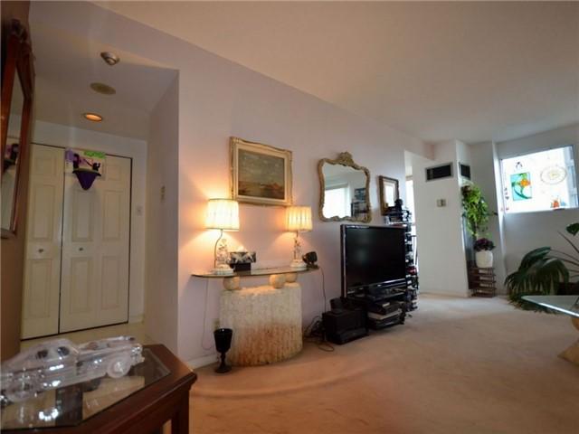 Condo Apartment at 77 Harbour Sq, Unit 408, Toronto, Ontario. Image 2