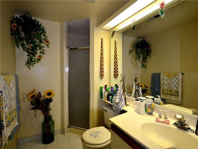 Condo Apartment at 77 Harbour Sq, Unit 408, Toronto, Ontario. Image 4
