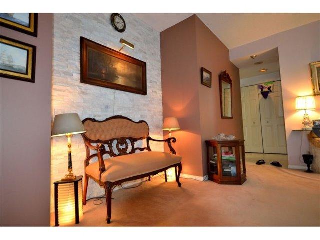Condo Apartment at 77 Harbour Sq, Unit 408, Toronto, Ontario. Image 5