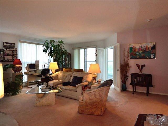 Condo Apartment at 77 Harbour Sq, Unit 408, Toronto, Ontario. Image 7