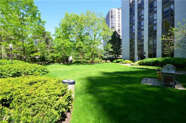 Condo Apartment at 10 Kenneth Ave, Unit 1406, Toronto, Ontario. Image 12