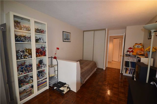 Condo Apartment at 10 Kenneth Ave, Unit 1406, Toronto, Ontario. Image 7