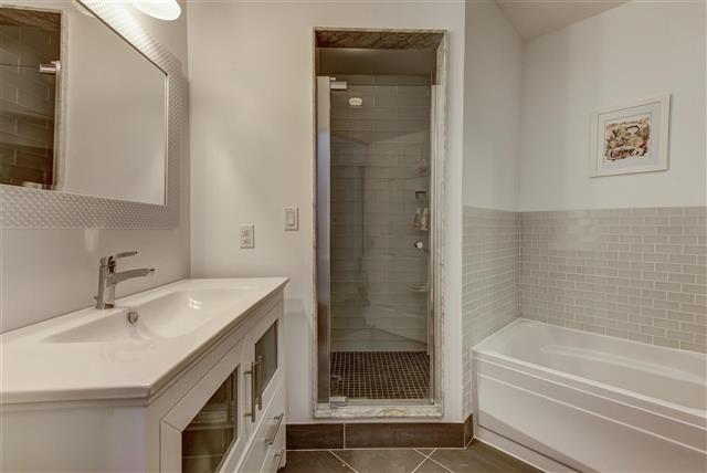 Condo Apartment at 980 Yonge St, Unit 208, Toronto, Ontario. Image 7