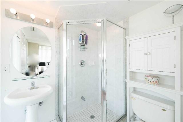 Condo Apartment at 5500 Yonge St, Unit 1705, Toronto, Ontario. Image 3