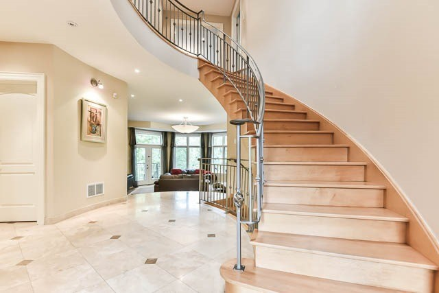 Detached at 34 Bennington Heights Dr, Toronto, Ontario. Image 15