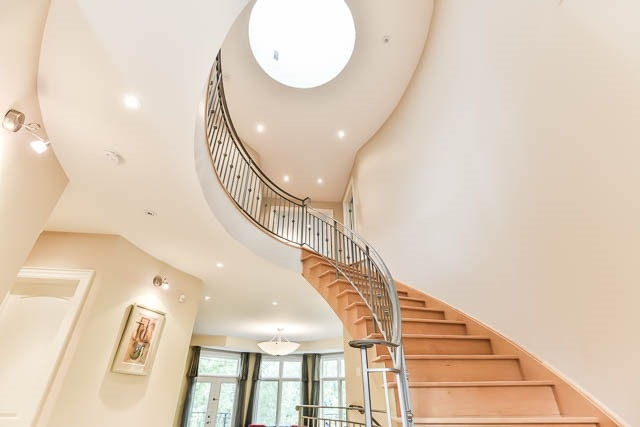 Detached at 34 Bennington Heights Dr, Toronto, Ontario. Image 4