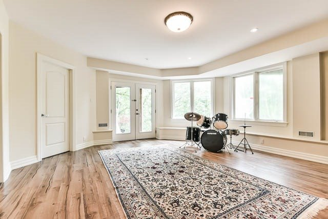 Detached at 34 Bennington Heights Dr, Toronto, Ontario. Image 10