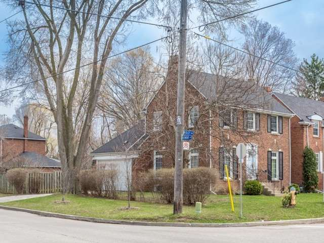 Detached at 325 Ridley Blvd, Toronto, Ontario. Image 6