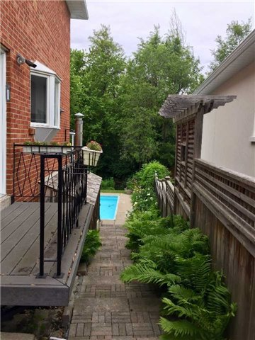 Detached at 16 Rubicon Crt, Toronto, Ontario. Image 16