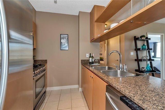 Condo Apartment at 5 Mariner Terr, Unit 306, Toronto, Ontario. Image 4