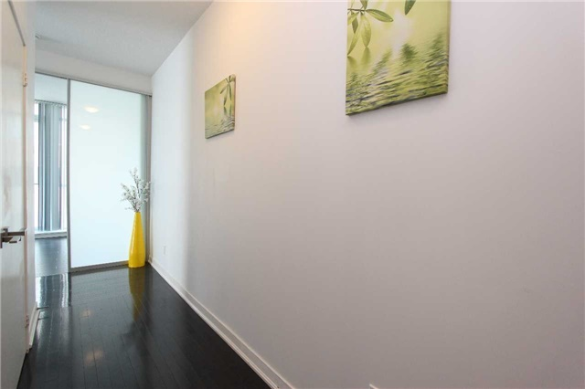 Condo Apartment at 770 Bay St, Unit 712, Toronto, Ontario. Image 3
