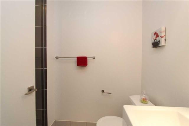 Condo Apartment at 770 Bay St, Unit 712, Toronto, Ontario. Image 4