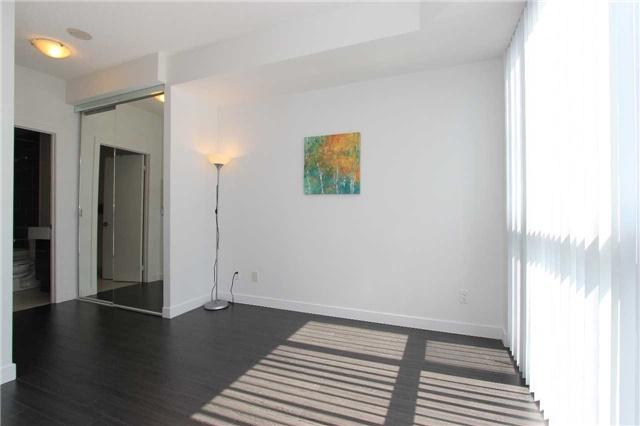 Condo Apartment at 770 Bay St, Unit 712, Toronto, Ontario. Image 6