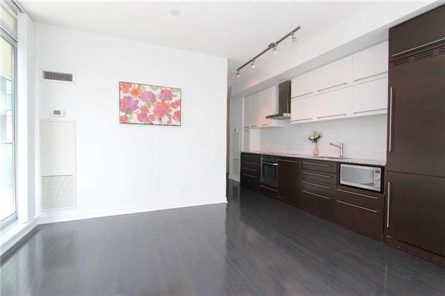 Condo Apartment at 770 Bay St, Unit 712, Toronto, Ontario. Image 7
