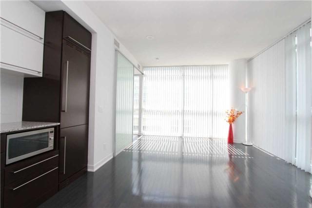 Condo Apartment at 770 Bay St, Unit 712, Toronto, Ontario. Image 9