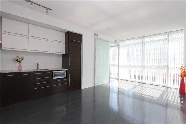 Condo Apartment at 770 Bay St, Unit 712, Toronto, Ontario. Image 2