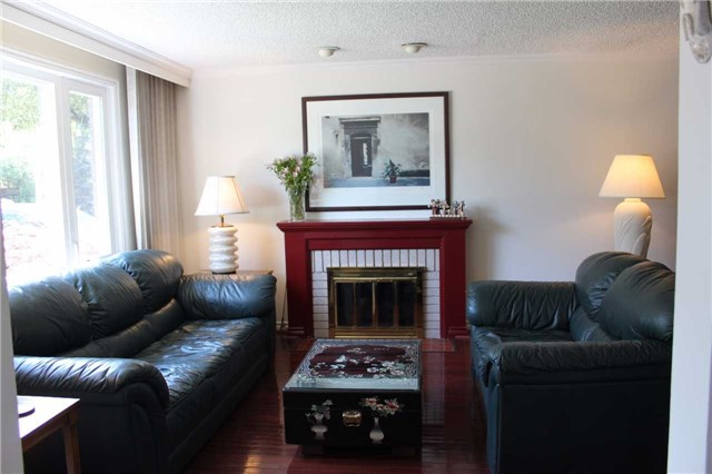 Detached at 98 Laurelcrest Ave, Toronto, Ontario. Image 12