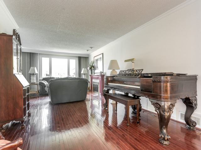 Detached at 98 Laurelcrest Ave, Toronto, Ontario. Image 14