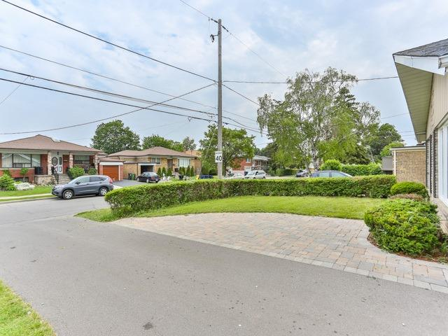 Detached at 106 Baycrest Ave, Toronto, Ontario. Image 14