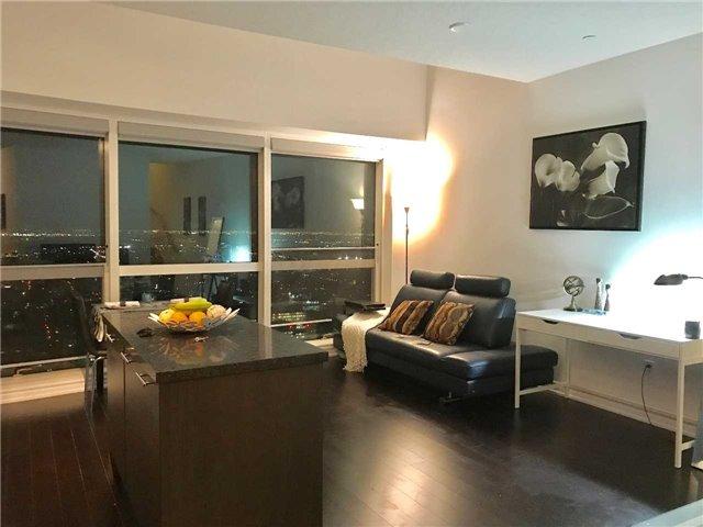 Condo Apartment at 386 Yonge St, Unit 5712, Toronto, Ontario. Image 10