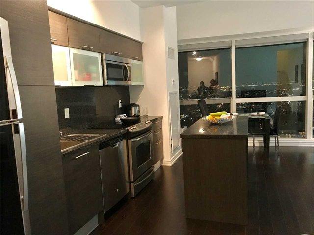 Condo Apartment at 386 Yonge St, Unit 5712, Toronto, Ontario. Image 11