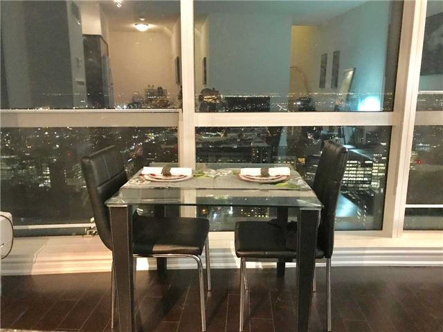 Condo Apartment at 386 Yonge St, Unit 5712, Toronto, Ontario. Image 13