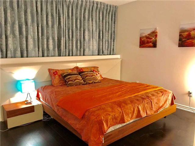 Condo Apartment at 386 Yonge St, Unit 5712, Toronto, Ontario. Image 14