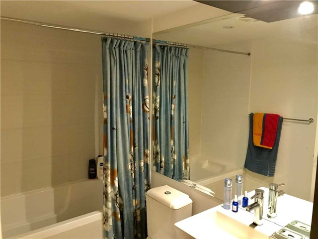 Condo Apartment at 386 Yonge St, Unit 5712, Toronto, Ontario. Image 17